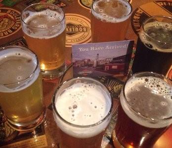 Nueva ley permitirá a compañias locales dar cerveza y vino gratis a sus clientes
