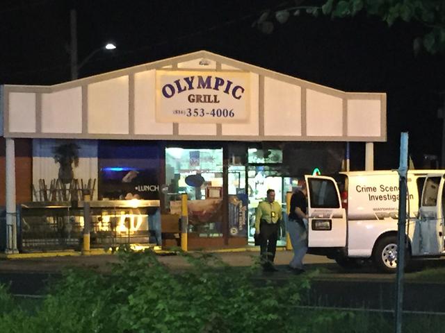 La policía busca a un hombre que disparó contra un empleado en un restaurante en Independence